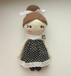 Little lady amigurumi doll pattern - free crochet pattern