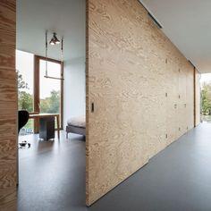 Energieffektiv lyx i Holland bild 9 - sliding wall as interior door Plywood Interior, Plywood Walls, Interior Door, Interior And Exterior, Plywood Ceiling, Wall Design, House Design, Sliding Wall, Wooden Sliding Doors