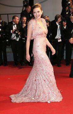 Elizabeth Olsen at Cannes Film Festival 2017  Ella a la robe chez Marc Jacobs