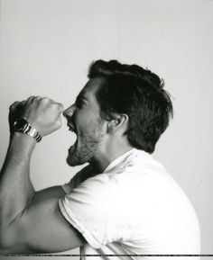 Jake Gyllenhaal.... Those arms!!
