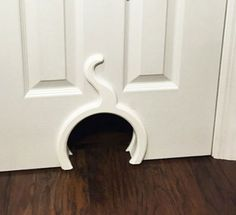Cats Toys Ideas - Need a great cat door, but want something better than the standard flap? Here are 10 amazing and unique cat doors that you can buy or make yourself as a DIY cat door project. - Ideal toys for small cats I Love Cats, Crazy Cats, Cool Cats, Ideal Toys, Gatos Cats, Unique Cats, Cat Room, Small Cat, Animal Projects