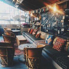 - Bohemian decor restaurant & bohème-dekor restaurant & restaurant au d - Bohemian Decoration, Modern Bohemian Decor, Bohemian Room, Eclectic Decor, Bohemian Living, French Bohemian, Boho Chic, Eclectic Cafe, Bohemian Cafe