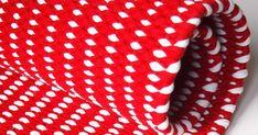 Matto  (Koko n. 63x86cm)   Kude:  Punaista trikookudetta n. 1,75kg, valkoista trikookudetta n. 0,25kg  Loimi:  12-säikeinen kalas... Weaving, Rugs, Farmhouse Rugs, Loom Weaving, Crocheting, Knitting, Hand Spinning, Rug, Soil Texture