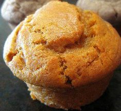 Whole-Grain (Almost) Fat-Free Vegan Pumpkin Muffins Recipe Best Pumpkin Muffins, Pumpkin Muffin Recipes, Vegan Pumpkin, Pumpkin Puree, Pumpkin Foods, Healthy Pumpkin, Canned Pumpkin, Pumpkin Bread, Vegan Desserts