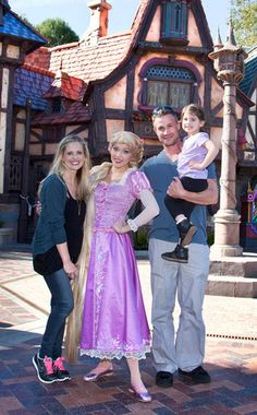Sarah Michelle Gellar, Freddie Prinze Jr., and daughter Charlotte
