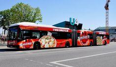 vanhool-gelenkbus-beim-jungfernstiegbinnenalsterhamburg