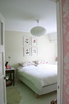 White bedroom floor via Yvestown Interior Design Curtains, Colorful Interior Design, White Fireplace, Bedroom Flooring, Dream Decor, White Bedroom, Home Decor Kitchen, House Rooms, Interior Inspiration