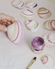 "101 Likes, 16 Comments - Florence Pindrys (@butterfly.rouge) on Instagram: ""Painting more seashells as they are popular. This time in a pink, gold and silver color theme.…"""