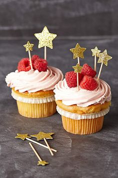DIY Cute little starry cupcake star cake toppers. Simple to make, just use a craft paper punch to cut out some cardboard stars and attach them to wooden tooth picks.