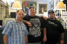 """an interesting new reality TV show on the History channel set in a Las Vegas pawn shop. Tom (left) posed with """"Big Hoss"""" and """"Chumlee"""" in the shop.     So You Want To Be A Picker? Online Course -CLICK ON THE PICTURE ABOVE ^ Pawn Stars, Reality Tv Shows, History Channel, Online Courses, Las Vegas, How To Make Money, Poses, Antiques, Big"""