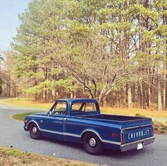 I always say, can't go wrong with simplicity 👌 📷    Classic Chevrolet, Classic Chevy Trucks, Chevy Chevrolet, Classic Cars, C10 Trucks, Mini Trucks, Pickup Trucks, 67 72 Chevy Truck, Shop Truck