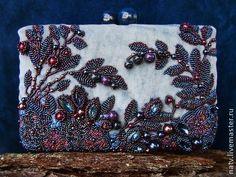 Blueberry (Bead Dreams финалист). Blueberry - новый клатч на жесткой основе, сделанный на международный конкурс, проводимый в США. Эта работа прошла в финал и будет экпонироваться на выставке в Америке. После ее завершения сумочку можно будет приобрести.