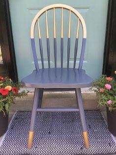 aus alt neu machen stuhl in lila und gold bemalen blumentöpfe blumen teppich