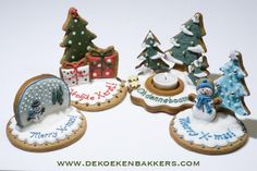 More cookies, and I am guessing, gingerbread clay candle holder. 3d Christmas, Christmas Sweets, Christmas Gingerbread, Christmas Cooking, Christmas Goodies, Christmas Cakes, Gingerbread Cookies, Iced Cookies, Cute Cookies