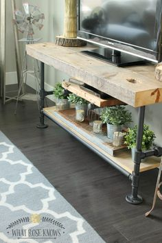 Reclaimed Wood and Black Pipe TV Stand … - Regal Selber Bauen Diy Interior, Diy Tv Stand, Diy Furniture Easy, Furniture, Home, Home Diy, Tv Stand Wood, Diy Tv, Home Decor
