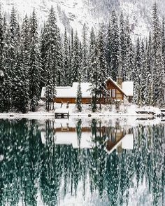 Upknorth: Canada In The Winter. A valid example. Lakeside Cabin In Emerald Lake, Bc. Shot By Stevint At Emerald Lake, Yoho National Park Winter Szenen, Winter Cabin, Cozy Cabin, Snow Cabin, Winter Travel, Winter House, Winter Season, Winter Ideas, Lake Tahoe Winter