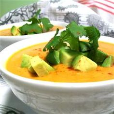 Pumpkin Chipotle Soup I just made this and it is AMAZING! Even if you don't like pumpkin the sofrito flavors cover it up and it tastes like a creamy tortilla soup! Soup Recipes, Cooking Recipes, Healthy Recipes, Healthy Soups, Chipotle Recipes, Chili Recipes, Healthy Options, Yummy Recipes, Gastronomia
