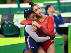 Simone Biles, Aly Raisman stand atop Olympic gymnastics world with Rio sweep - Simone won gold all-around individual and Aly won silver All Around Gymnastics, Team Usa Gymnastics, Gymnastics World, Gymnastics Pictures, Artistic Gymnastics, Olympic Gymnastics, Olympic Sports, Olympic Team, Olympic Games