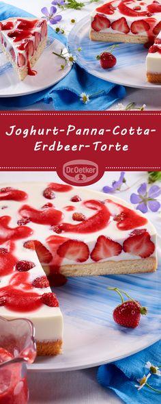 Joghurt-Panna-Cotta-Erdbeer-Torte: Lockerer Biskuit mit leckerer Sahnefüllung, frischen Erdbeeren und Erdbeersoße #pannacotta #torte #erdbeertorte