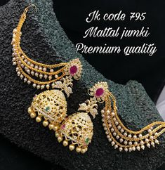 Latest New Collection Earrings 2020 - Indian Jewelry Designs Pearl Necklace Designs, Jewelry Design Earrings, Gold Earrings Designs, Ear Jewelry, Jewelery, Indian Jewellery Design, Gold Jewellery, Latest Jewellery, Bridal Jewellery