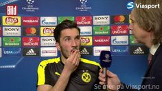 """Ex-Bundesliga-Legende Jan-Aage Fjörtoft interviewt Nuri Sahin im norwegischen Fernsehen nach dem 2:3 gegen Monaco. Sahin schildert unfassbar bewegend die Situation im Bus kurz nach dem Anschlag. Und Fjörtoft ist wegen dieser ehrlichen Worte so beeindruckt, dass er anschließend auf Twitter schreibt: """"Danke, Nuri Sahin, dass du dem Horror ein menschliches Gesicht gezeigt hast, dass du deine Gefühle und Emotionen mit uns geteilt hast!"""""""