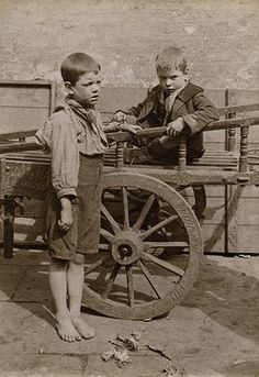 Spitalfields nippers: rare photographs of London street kids in 1901 – in pictures Victorian London, Vintage London, Old London, Vintage Pictures, Old Pictures, Old Photos, London History, British History, Uk History