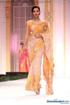 Sari by Pallavi Jaikishan at Aamby Valley City India Bridal Fashion Week 2013 Indian Bollywood, Bollywood Fashion, Indian Sarees, Pakistani Outfits, Indian Outfits, Ethnic Fashion, Asian Fashion, Fancy Dress Material, Bridal Sari