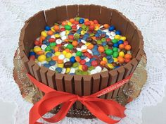 Sabor de azahar : Tarta de galletas con lacasitos, kit kat y m&m's