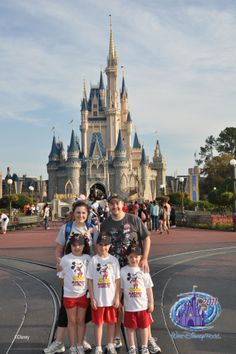 Lots of Disney Tips - what to pack to bring with you in the park, fast pass info, tips on busy times etc. I like her list of things she packs in her bag each day Disney World Tips And Tricks, Disney Tips, Disney Magic, Walt Disney World Vacations, Disney Parks, Disney Travel, Disney Bound, Disney Dream, Disney Love