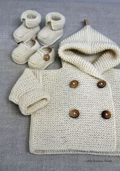 Hand knitted Handmade Baby Booties Loafers por LittleBeauxSheep by alyce Discover thousands of images about Hand knitted Handmade Baby Wool Sweater Coat door LittleBeauxSheep Items similar to Hand knitted Handmade Baby Booties Loafers Wood Buttons Suede S Baby Knitting Patterns, Knitting For Kids, Baby Patterns, Free Knitting, Crochet Patterns, Baby Cardigan, Cardigan Bebe, Wrap Cardigan, Knitted Baby Clothes