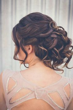 Perfectly Imperfect Messy Hair Updos For Girls With Medium To Long Hair - Trend To Wear Party Hairstyles, Formal Hairstyles, Bride Hairstyles, Messy Hairstyles, Medium Long Hair, Medium Hair Styles, Curly Hair Styles, Bridesmaid Hair, Prom Hair