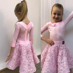 А вот платьице для нашей Софии), сегодня у нее был первый конкурс в жизни, и конечно, мы старались, чтоб она чувствовала себя самой красивой! От всей души поздравляем ребят с высоким и почётным 2 местом!!! #платьедлябальныхтанцев #рейтинговыеплатья #лимитка #бейзик #латина #стандарт #разработкамодели #дизайнплатья #платьедляначинающих