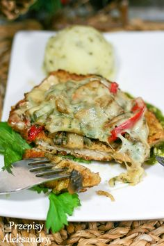 Kotlety schabowe zapiekane pod serem i pieczarkami / Baked pork schnitzel with cheese and mushrooms