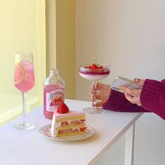 B Food, Good Food, Sweet Night, Fun Baking Recipes, Cute Desserts, Fruit Drinks, Cafe Food, Aesthetic Food, Food Photo