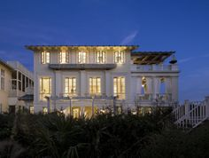This oceanfront house designed by Robert A. Stern Architects balances vernacular and high style Classicism, located in Seaside, Florida. Beach Cottage Decor, Coastal Cottage, Coastal Homes, Beach Homes, Coastal Style, Coastal Living, Foyers, Dream Beach Houses, Beach Cottages