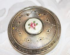 Guilloche Compact Art Deco Compact by TheRunningRooster on Etsy Silver Garland, Powder Puff, Face Powder, Vanity Decor, Vintage Vanity, Circle Design, Vintage Costumes, Fabric Flowers, Rice