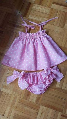 Pinafore and ruffle bloomers buy local – artofit – Artofit Baby Girl Dress Patterns, Baby Dress Design, Dresses Kids Girl, Kids Outfits, Baby Girl Fashion, Kids Fashion, Baby Frocks Designs, Cute Baby Clothes, Sewing