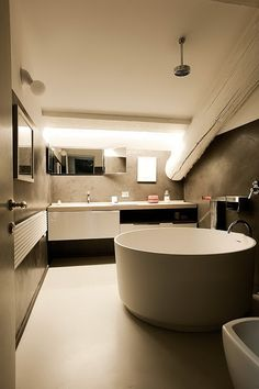 Come organizzare gli spazi nel bagno in #mansarda
