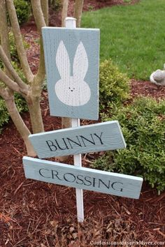 Out of the way, folks! Bunnies coming through! Get the tutorial at Confessions of a Serial DIYer. Rabbit Crafts, Bunny Crafts, Easter Crafts, Easter Decor, Easter Ideas, Easter Projects, Spring Projects, Christmas Projects, Spring Crafts