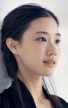 gkojaz: sinndatoomotta: 蒼井優 shared by pandantino Foto Portrait, Portrait Photography, Beauty Portrait, Pretty People, Beautiful People, Female Character Inspiration, Portraits, Interesting Faces, Woman Face