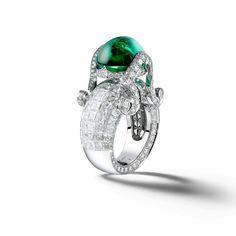 Giampiero Bodino Tesori del Mare ring in white gold, set with an emerald cabochon and diamonds