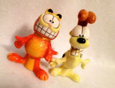 GARFIELD ODIE Salt Pepper Shaker Set - Magnetic KISSING Cat & Dog S&P Shakers