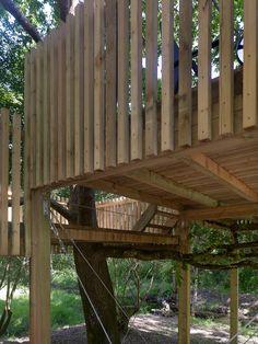 Detalles de como hemos respetado y conservado el entorno para construir las cabañas en los árboles Jacuzzi, Pergola, Outdoor Structures, Rural House, Wood Cabins, Houses, Fire Places, Decks, Woods