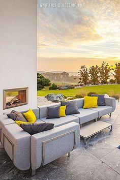 Die Verwendung von ausgesuchten europäischen Materialien aus dem   Premiumbereich unterstreicht die Wertigkeit der hochwertigen Terrassen   Sitzgarnitur.    Für Kontakt klicke    #gartenmoebel, #gartenmoebelzumchillen, #RiesProDesign Outdoor Sofa, Outdoor Furniture, Outdoor Decor, Lounge Design, Modular Sofa, Sectional Sofa, Oeuvre D'art, Home Decor, Gardens