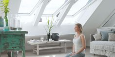 A VELUX centre pivot roof window is easy to operate, even with furniture below it. Read more about the benefits of our centre-pivot roof windows here. Roofing Options, Low Ceiling, Window Accessories, Windows, Attic Window, Roof Window, Room Darkening Blinds, Velux, Attic Conversion