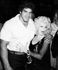 "Dolly Parton and ""The Hulk"" Lou Ferrigno Dolly Parton Wigs, Dolly Parton Costume, Dolly Parton Pictures, Dolly Parton Quotes, Hulk Movie, Country Music Stars, Incredible Hulk, Hello Dolly, Celebs"