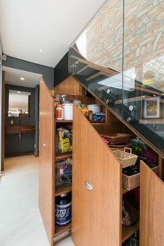 Under stairs storage / Itaim Vila House by DTE Studio