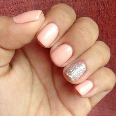 A sparkly peach manicure.