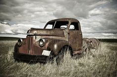 Photo about This old abandoned car has seen better days. Image of antique, automobile, auto - 41780936 Classic Trucks, Classic Cars, Abandoned Cars, Abandoned Vehicles, Abandoned Belgium, Farm Trucks, Rusty Cars, Vintage Farm, Retro Vintage