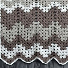 Free pattern for this zigzag granny baby blanket ~ Grey Granny Baby Blanket